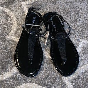 *NEW WITH TAGS!* 🏷 Goldtoe Black Sandals